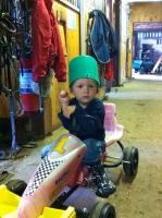 Robin leker i stallet =)